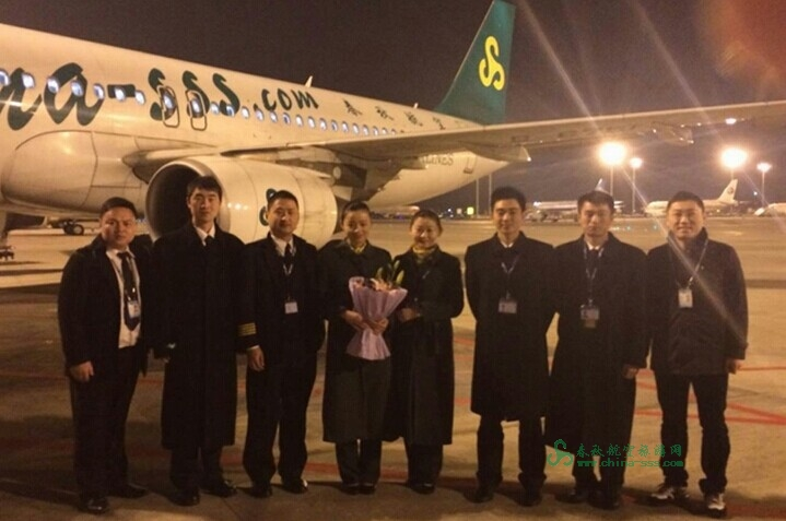 9c8905石家庄到深圳航班的张建文(左三)